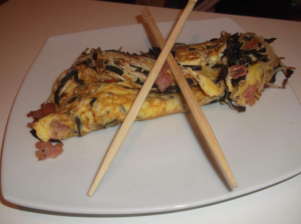 Omelette aux champignons noirs et haricots mungo
