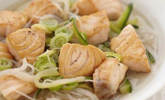 Nage de Saumon au thé noir et vermicelles de riz