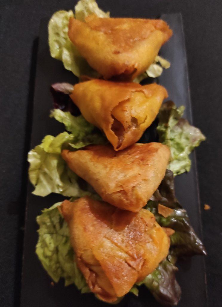 Samoussas à la viande hâchée et coriandre